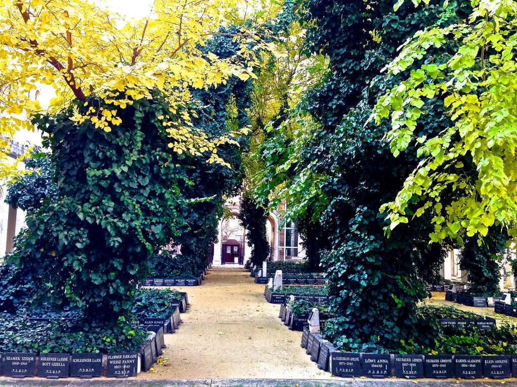 budapest synagogue garden