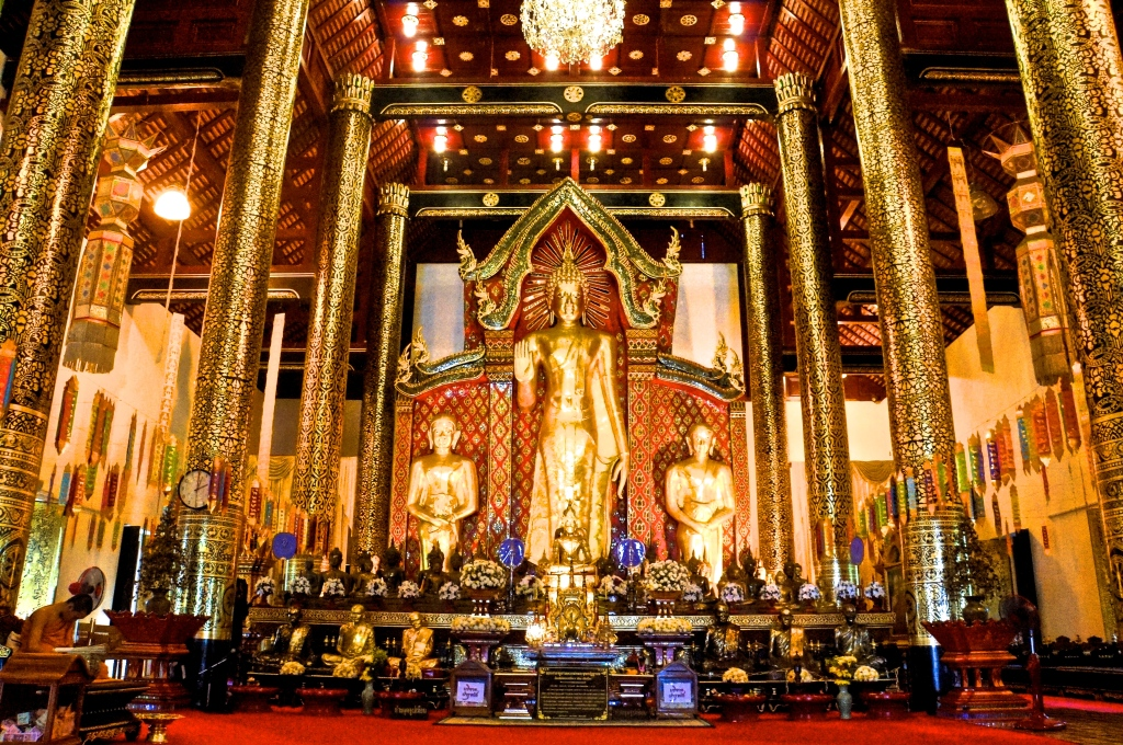The main shrine at Wat Chedi Luang