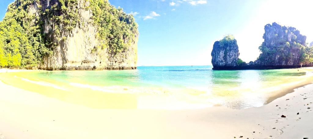 The peaceful beach at Hong Island